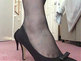 Secret Cougar wants to show off her new shoes