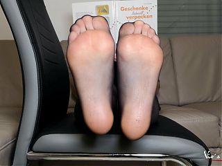 Black pantyhose posing – Viv's pretty feet