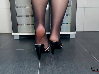 Vivs sexy nyloned feet in mules