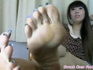 Asian smelly feet in flats